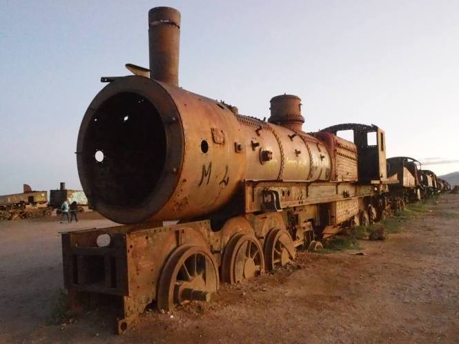 Salar uyuni cementerio trenes