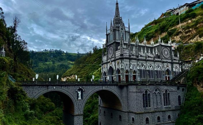 Vista de la Basílica de Nuestra Señora del Rosario de Las Lajas