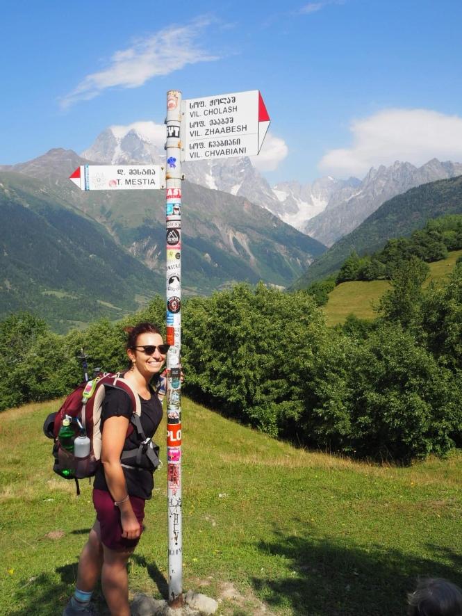 Señales en el trekking Mestia a Ushguli
