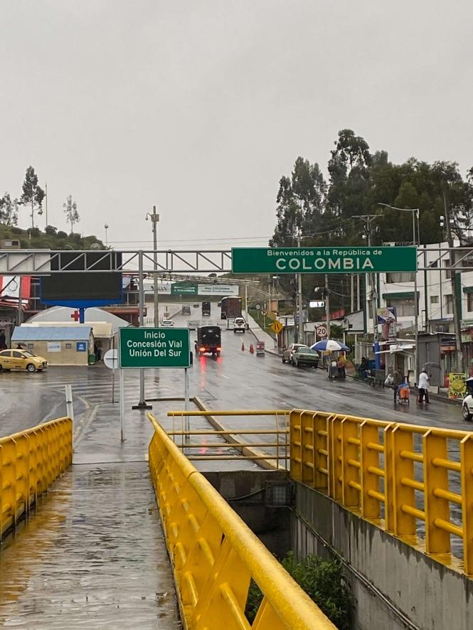 Puente internacional de Rumichaca frontera Ecuador Colombia