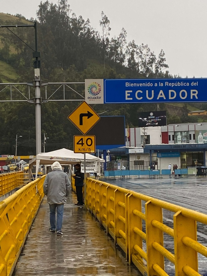 Puente internacional de Rumichaca salida Ecuador