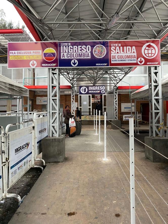 Control fronterizo colombiano en Rumichaca cruzar frontera Ecuador Colombia