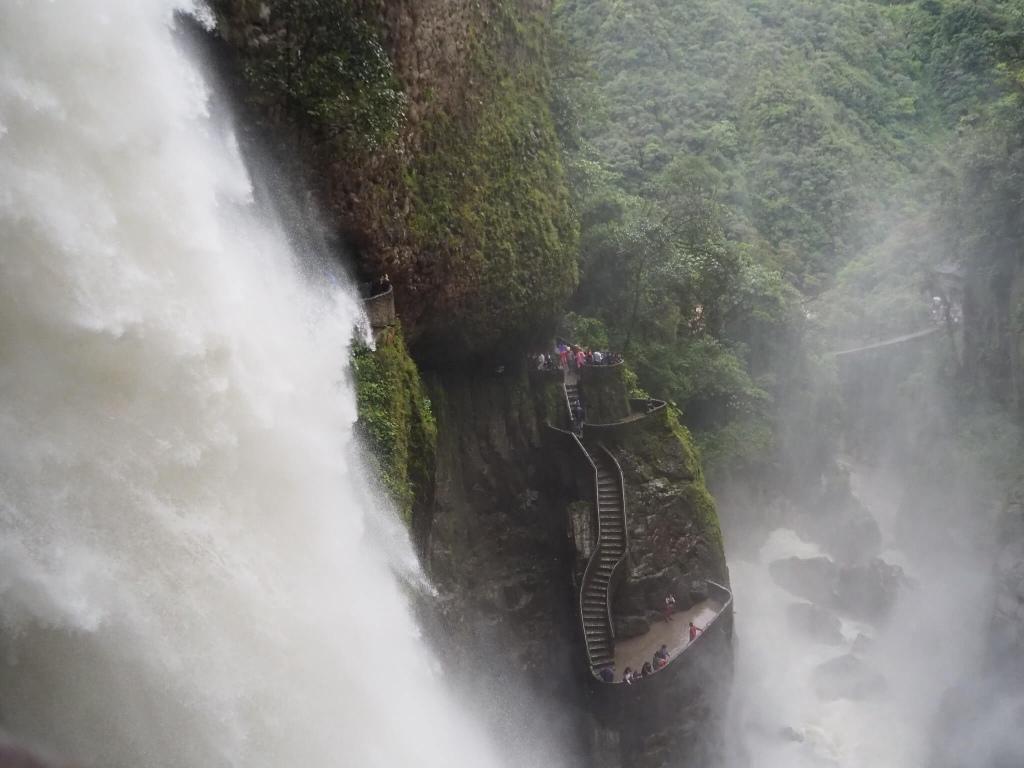 """Vista del """" Pailón del diablo"""" desde la entrada Isla del Pailón"""