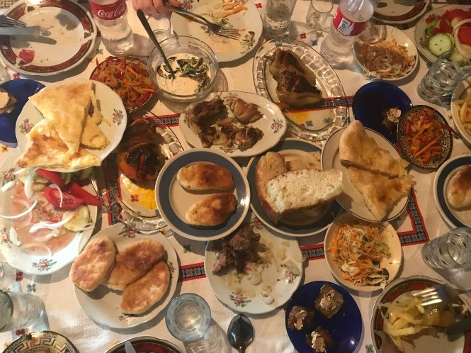 Cena en el trekking Mestia a Ushguli
