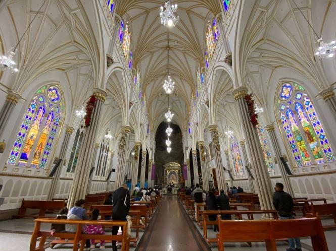 Interior de la Basílica de Las Lajas Ecuador Colombia