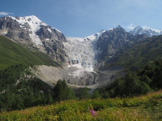 Glaciar Adishi en el trekking Mestia a uSHGULI
