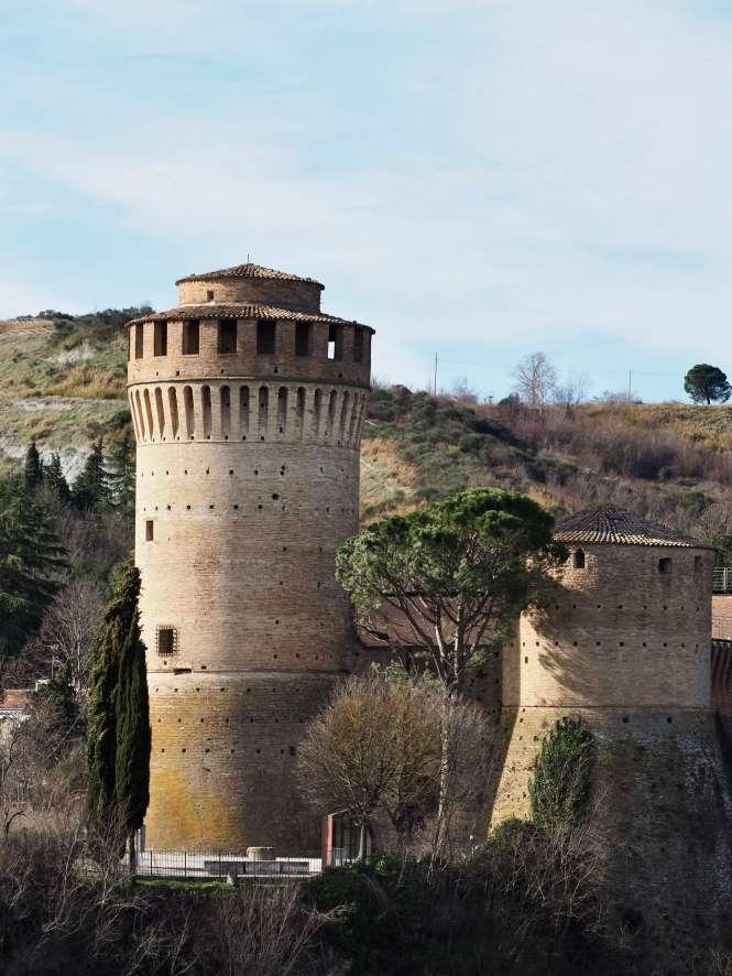 detalle de la Rocca Manfrediana desde Torre del reloj