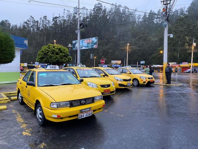 Taxis en la frontera ecuatoriana cruzar de Ecuador a Colombia